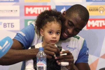 «Они против общения с темнокожей!» Дочь игрока «Зенита» страдает от расизма