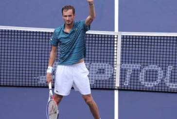 Медведевым единым. В четвертьфинале в Шанхае – лишь один россиянин