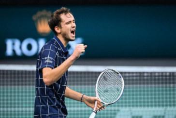 Даниил Медведев обыграл Александра Зверева на Итоговом турнире ATP